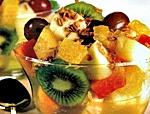 Salada de frutas com granola e caldo decana